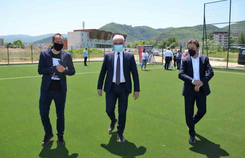Пуштен во употреба нов фудбалски терен со вештачка трева во Струмица