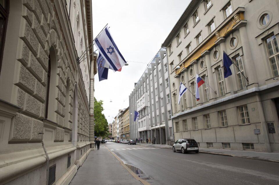 Словенија застана зад Израел, го истакна израелското знаме  на зградата на Владата