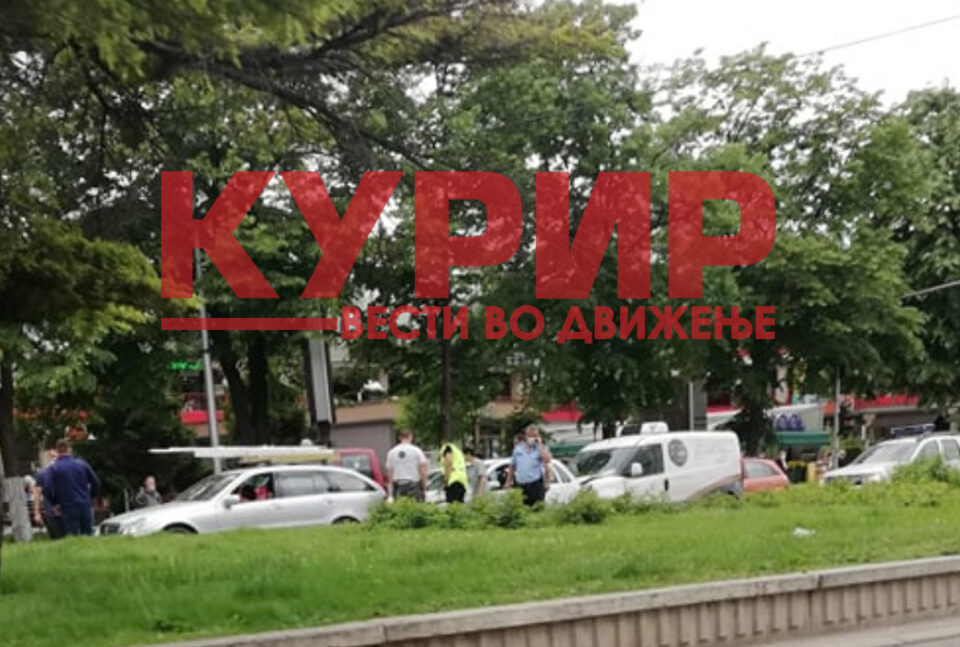 """ФОТО:Сообраќајка пред """"Бисер"""", се судрија три возила"""