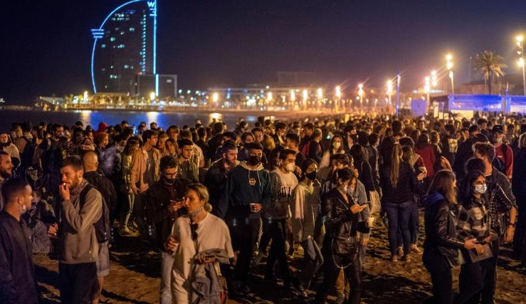 ВИДЕО: Шпанците слават, по шест месеци укинат карантинот