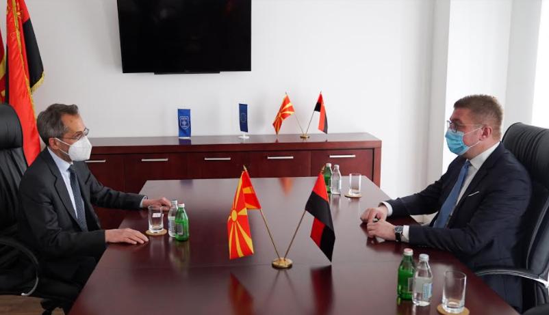Мицкоски на средба со Кундурос: Власта ја внесе Македонија во здравствена и економска катастрофа, наместо вакцини бркаше провизии и не ги заштити навреме граѓаните