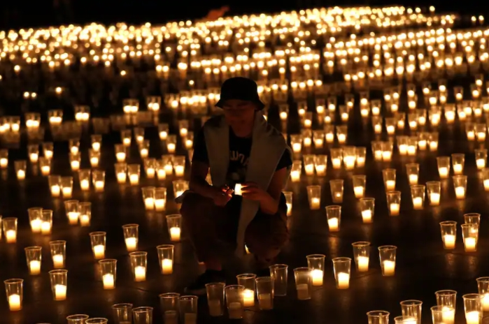 Прага: Запалени свеќи за жртвите на Ковид-19