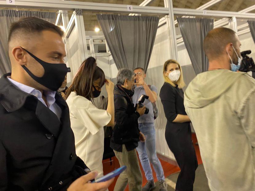 Српската дива ја прими втората доза на вакцина – ниту медицинскиот персонал не ја препозна Цеца во оваа нова трансформација (ФОТО)