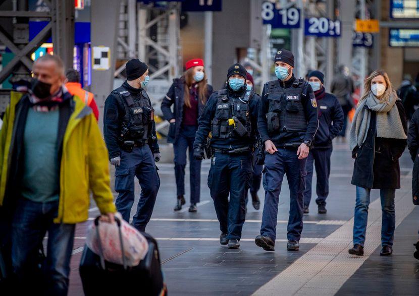 Од вечерва ќе престанат мерките за Германците со имунитет: Полицискиот час и забраната за собирање не важат за нив