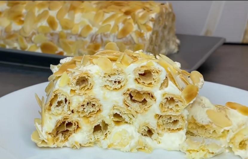 Крцкаво лиснато тесто полно со неодолив фил: Рецепт за лесна торта што се топи во уста