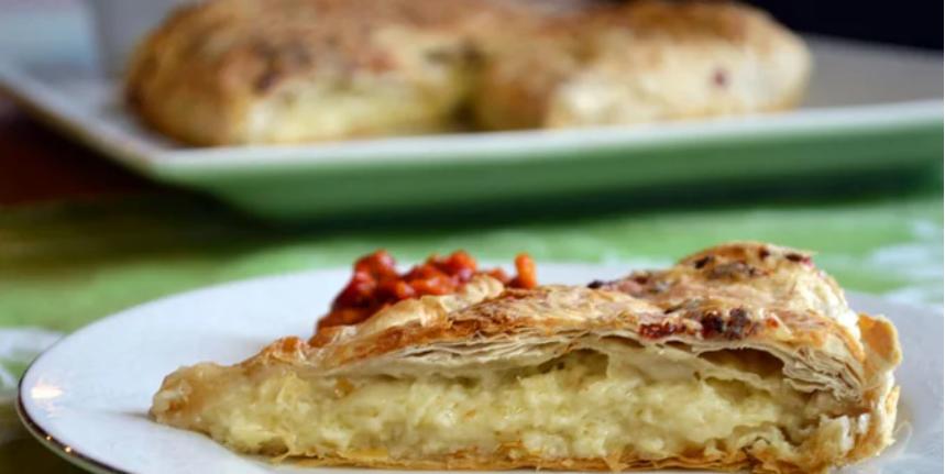 Вкусна пита со сирење од само две кори