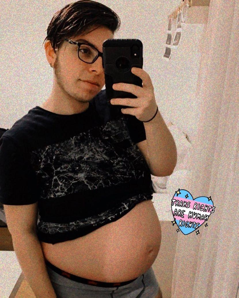 """Трансродов маж роди бебе: """"Тоа е она што отсекогаш сум го сакал, авантурата штотуку започнува"""" (ФОТО)"""
