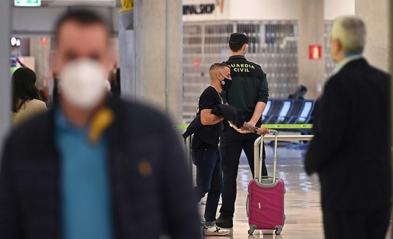 Шпанија ќе им дозволи влез на Британците без тест