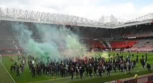 Манчестер Јунајтед пред голема казна поради навивачите