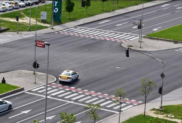 Ризик за возачите и пешаците, надлежните без слух: Булевар со густ сообраќај 10 дена е без семафори