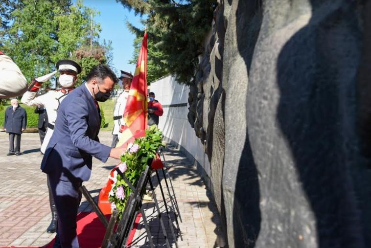 Владина делегација положи цвеќе на партизанските гробишта во Бутел