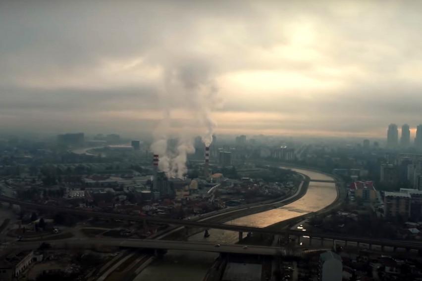 ШТО СЕ СЛУЧУВА ВО ЗЕМЈАВА: Воздухот во повеќе градови во овие моменти алармантно загаден, особено во Скопје! (ФОТО)