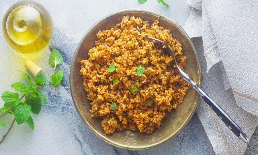 Булгур е одличен додаток на многу јадења, а со ваква припрема секогаш ќе биде совршено зготвен!