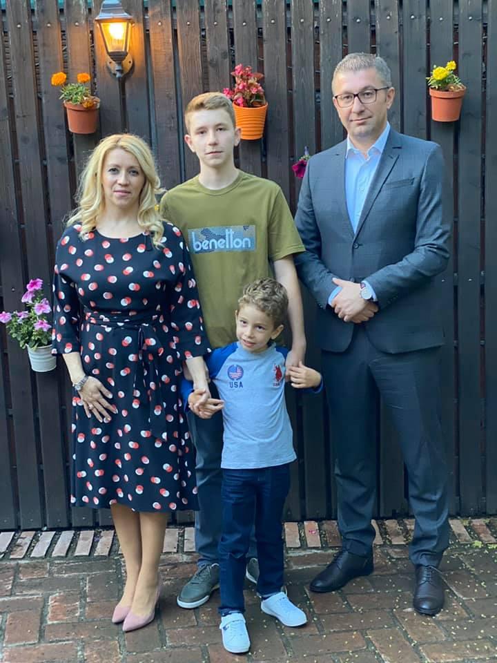 """Синот на Мицкоски стана полуматурант, од септември предизвик ќе му биде гимназијата """"Орце Николов"""""""