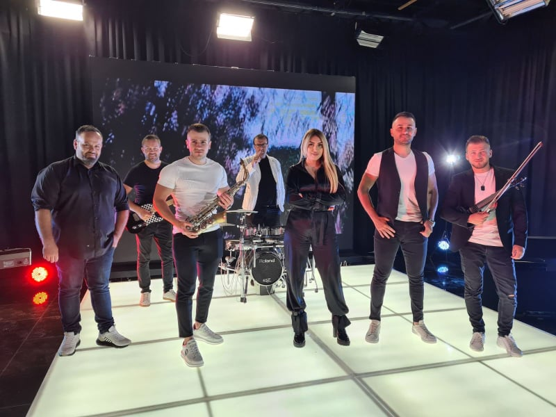"""Зафир Хаџиманов би се гордеел: Бојана и групата """"Мерак"""" го преработија неговиот познат хит од 1988 година (ВИДЕО)"""