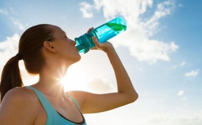 На овие високи температури сигурно пиете ладна вода, но правите ГОЛЕМА грешка