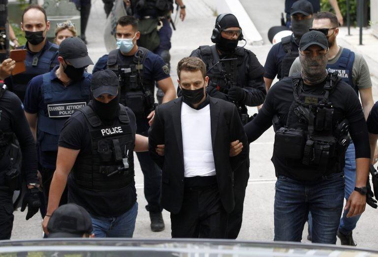 Му се заканува доживотна казна: Грчкиот пилот кој ја уби сопругата пред суд