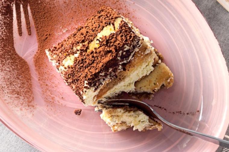 ЛЕДЕНИ ГРИЛИЈАШ ЧОКОЛАДНИ КОЦКИ: Најубавиот летен десерт!