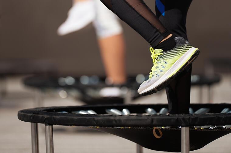 Новиот тренд на вежбање кој го топи салото, го поправа држењето и го намалува крвниот притисок!