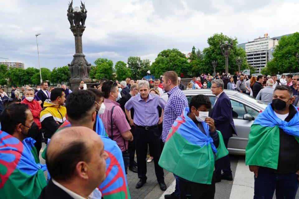 БЛОКАДИТЕ ПРОДОЛЖУВААТ: Остануваме тука за да спречиме уште еден нов национален срам кој ќе значи погибие на македонската историја и култура