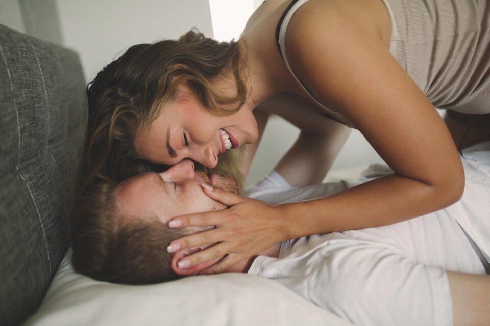 Чиста математика: Еве колку погледи и колку секунди се потребни за да се заљуби една жена