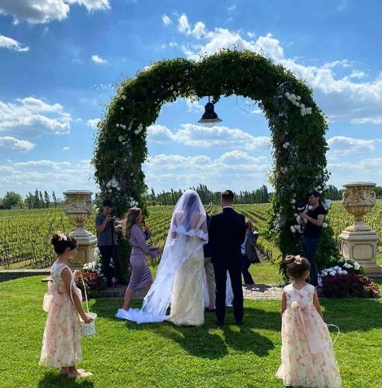 Објави невидена глетка од свадбата на внукот: Еве во какво издание ги фати ќерката на Шаулиќ младенците на нивната свадба (ФОТО)