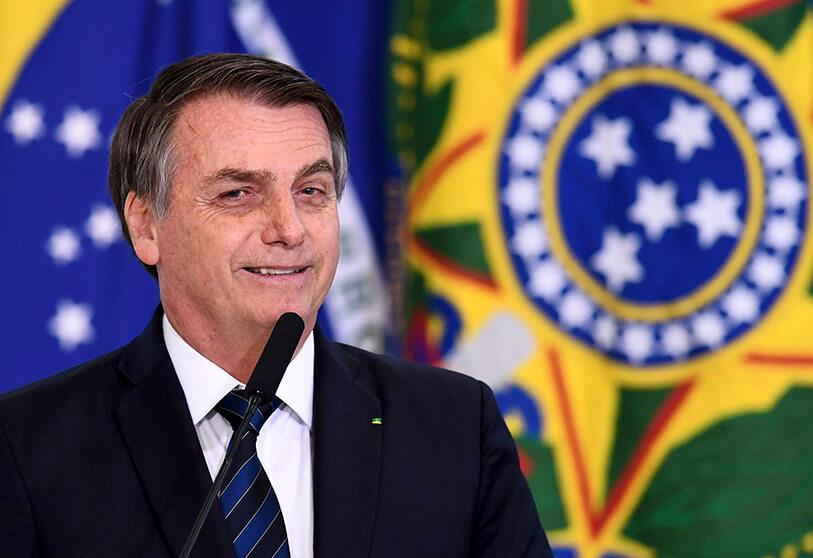 Бразилскиот претседател Болсонеро казнет за неносење маска