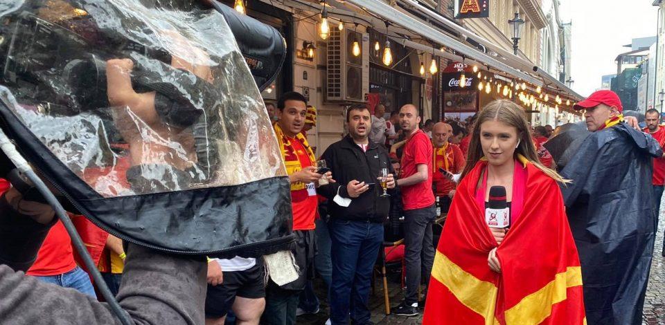 ФОТО: Убавата романска новинарка известува со македонското знаме !