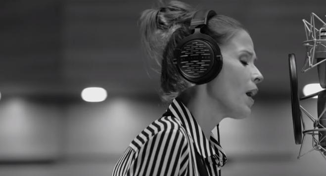 """ВИДЕО: Ќе ве освои на прво слушање, Каролина Гочева ја претстави """"Идила"""""""