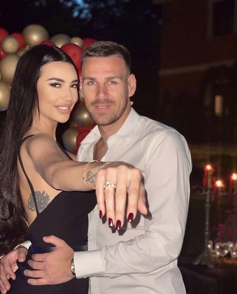 Катерина Грујиќ и Марко Гобељиќ открија дека чекаат девојче – еве кога е терминот, а името кое го одбрале е со особено значење за пејачката