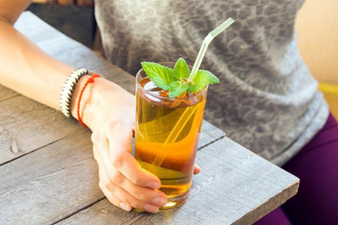 ПОДГОТВЕТЕ СЕ ЗА ЛЕТОТО: 4 детокс пијалоци за слабеење и јакнење на имунитетот – една намирница е клучна!