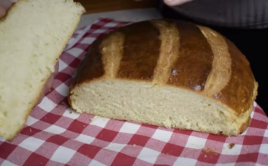 Вкусен домашен леб кој ќе им успее и на најнеискусните домаќинки: Готов е за 5 минути, ќе ужива цело семејство (ВИДЕО)