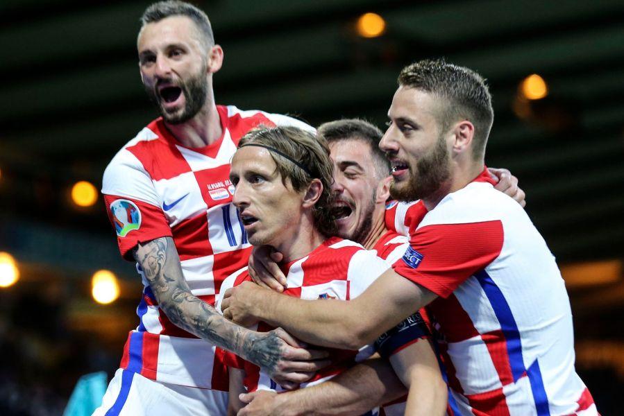 Хрватска победи кога највеќе требаше, Англија на крајот прва во својата група