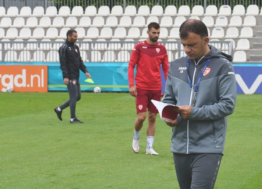 Фудбалерите денес во Амстердам го одработија утринскиот тренинг (ФОТОГАЛЕРИЈА)