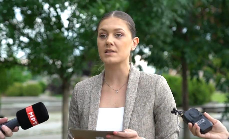 Митева: Во време на економска криза, Шилегов набавува клупи со 7 даски кои чинат по 500 евра