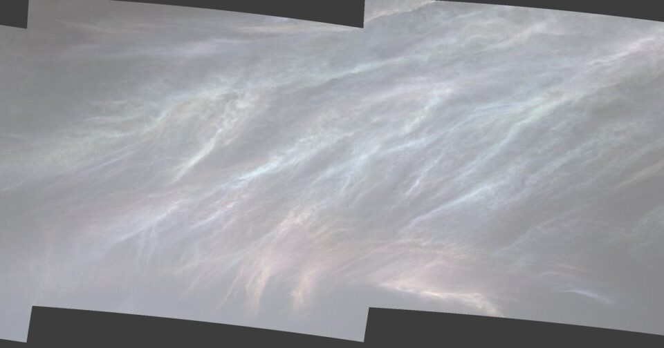 ФОТО: Роверот на Марс снимил необични светлечки облаци