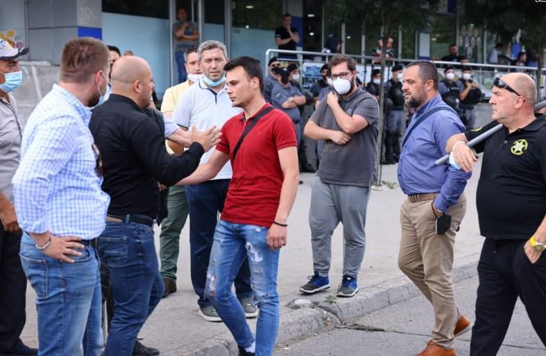 """Костовски објави видео: """"Еве како партиската полиција на Заев и Спасовски апси недолжни граѓани"""""""