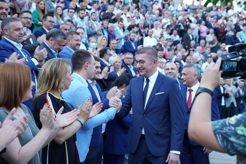 ВМРО-ДПМНЕ во наредниот период излегува на терен