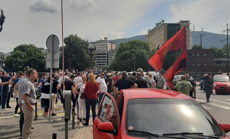 """ВМРО-ДПМНЕ продолжува со протестите од утре пред МНР во 17 часот: """"Излези за спречување на националниот срам кој и се подготвува на Македонија од страна на Заев"""""""