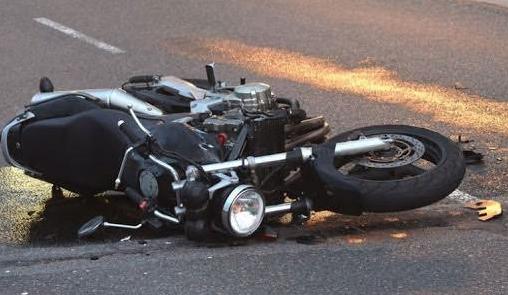 Тешка сообраќајка во Сопиште: Се судрија мотоцикл и Мерцедес – мотоциклистот пренесен во болница