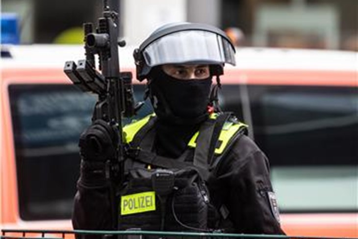 Тројца убиени и шестмина повредени во напад со нож во баварскиот град Вирцбург