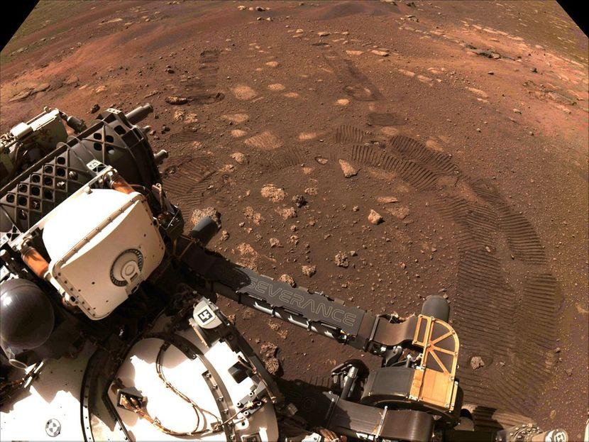 Објавени неверојатни фотографии по повод 100 дена ровер на Марс: Некои од нив ги гледаме сега за прв пат! (ФОТО)