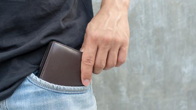 Грабеж во Скопје, го нападнале и му одзеле паричник и телефон
