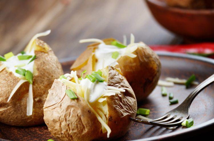 Рецепт: Печени компири со павлака и лук