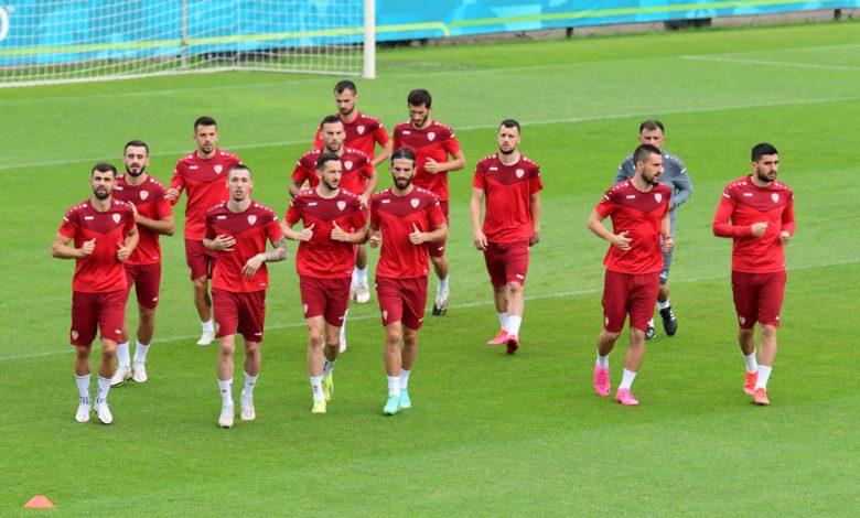 Mакедонските фудбалери пристигнаа во Амстердам – го одработија и првиот тренинг