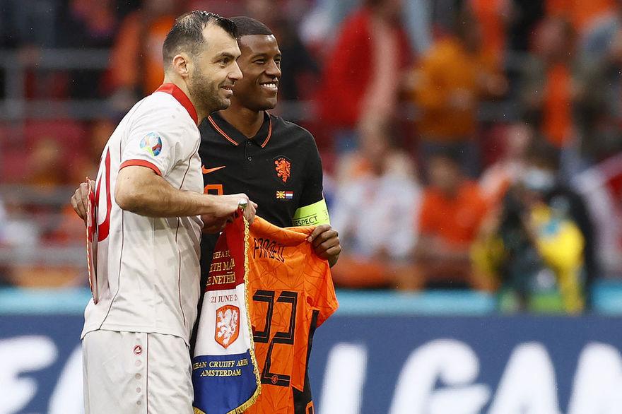 Холандските фудбалери со прекрасен гест за Горан Пандев