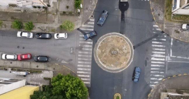 Проект наспорти Реалност: Кружен тек во Струмица поставен неправилно со електрични столбови на сред пешачки патеки! (ФОТО)