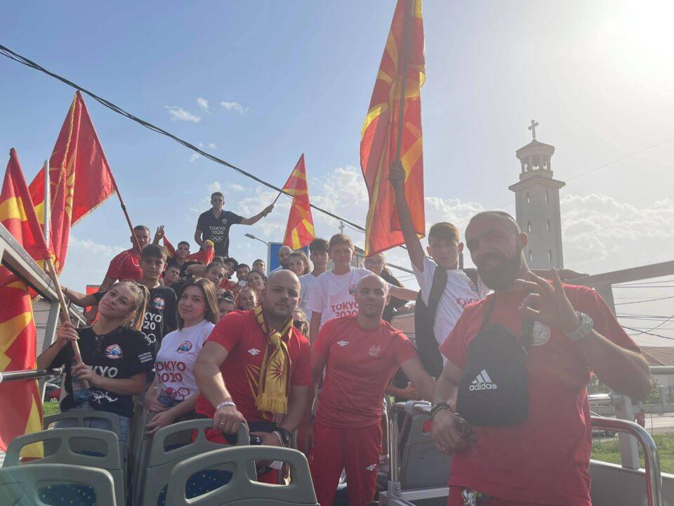 ДЕКИ ШАМПИОНЕ: Од кај св. Јован тргнаа, кај св. Јован се враќаат- вечер голем пречек на плоштад Македонија