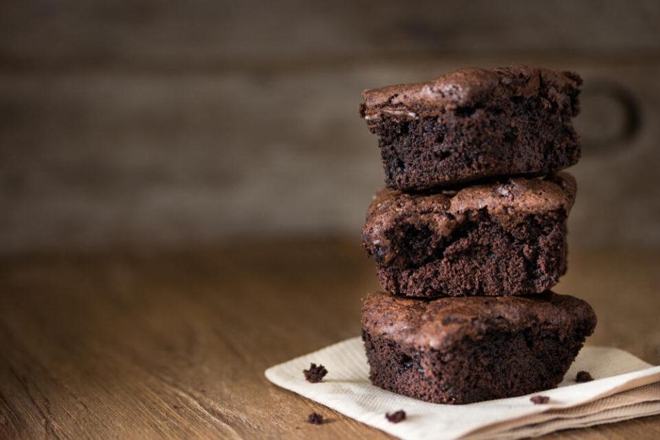 Се топи во уста, а не ви треба ни грам брашно: Чоколадна торта од само 3 состојки!