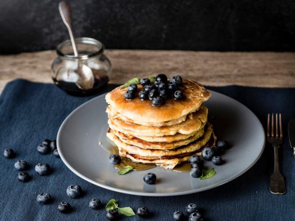 Палачинки без глутен или смути полно со витамини: 5 рецепти за здрав доручек кои морате да ги испробате уште денес!